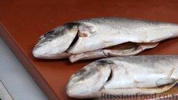 Рыба дорадо, запеченная в соли, с овощным гарниром: Внимание! Чешую не трогаем, она должна остаться.