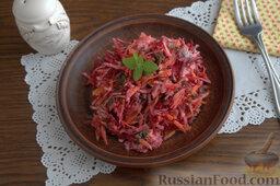 Салат с морской капустой и корнеплодами: Подаем салат с отбивными, шашлыками, котлетами или отварной рыбой.  Также можем употреблять салат из морской капусты самостоятельно, с кусочком лаваша или цельнозернового хлеба.   Приятного аппетита!