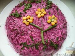 """Cалат """"Изюминка"""" из свеклы и чернослива: Салат из свеклы и чернослива смазать сверху майонезом и украсить по вкусу. Охладить. Салат"""