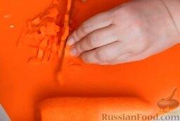 Домашняя колбаса с грибной начинкой: Так же мелко нарезать и очищенную морковь.