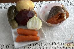 Винегрет с копченой форелью: Как приготовить винегрет с рыбой (форелью):    Подготавливаем все корнеплоды, отвариваем их до готовности.