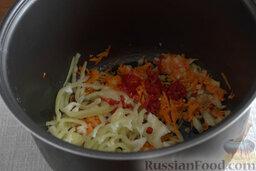Рыбный гуляш (в мультиварке): Нарезаем болгарский перец и чили, добавляем в общую массу, готовим на том же режиме 5 минут.