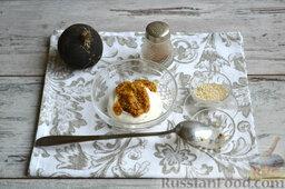 Салат с колбасой: В отдельной посуде смешиваем майонез и французскую горчицу, перемешиваем.