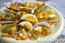 Салат с кукурузой и колбасой: Подаем салат с кукурузой и колбасой. Приятного аппетита!