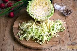 Салат из капусты с редиской: Как приготовить салат из капусты с редиской:    Свежую молодую капусту шинкуем тонкими полосочками.