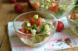 Салат из капусты с редиской: Все ингредиенты перемешиваем, заправляем салат из капусты тыквенным маслом и посыпаем полезными семенами льна.