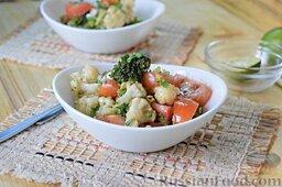 Салат из брокколи и цветной капусты: Подаем салат из брокколи и цветной капусты. Приятного аппетита!
