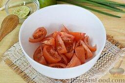 Салат из брокколи и цветной капусты: Выложим в салатник. На них выдавим сок половины лайма.