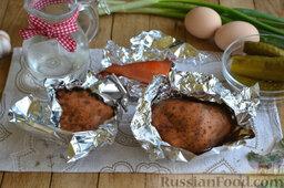 Праздничный салат с курицей и картофелем: Как приготовить праздничный салат с курицей и картофелем:    Картофель и морковь заворачиваем в фольгу, сбрызгиваем слегка оливковым маслом и запекаем в духовке до готовности, примерно 1 час при температуре 180 градусов.