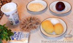 """Закуска """"Клубничка"""" (""""сельдь под шубой""""): Подготовить ингредиенты, которые понадобятся для приготовления закуски из сельди.   Заранее отварить и почистить картофель, свеклу и куриное яйцо.   Твёрдый сыр натереть на мелкой тёрке."""