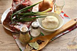 Бешбармак из свинины со слоеным тестом: Подготовьте нужные ингредиенты для бешбармака.