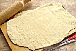 Бешбармак из свинины со слоеным тестом: Слоеное тесто тонко раскатайте.
