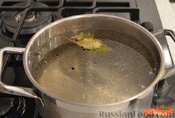 Маринованная капуста со свеклой: Сварить маринад.