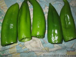 Фаршированный перец в томатном соусе: Как приготовить фаршированный перец в томатном соусе:    Перчики вымыть, отрезать плодоножки и убрать семена.
