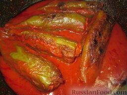 Фаршированный перец в томатном соусе: Соус должен загустеть.