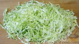 Салат из капусты, с яблоками и сельдереем: Как приготовить салат с капустой, сельдереем и яблоком:    Молодую капусту нарезаем тонкой соломкой. Слегка мнем руками.