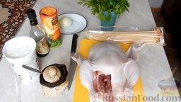 Шашлык из курицы, в духовке: Как приготовить куриный шашлык в домашних условиях:    Подготовить необходимые ингредиенты, которые понадобятся для приготовления шашлыка в духовке.  Также нам понадобятся деревянные шпажки, которые заранее необходимо вымочить.  Лук заранее почистить и помыть.