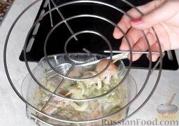 Шашлык из курицы, в духовке: Я взяла решетку от микроволновки и поставила на противень - шашлыки буду укладывать на решетку.