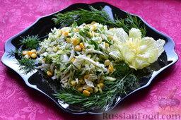 Салат из пекинской капусты, со свежим огурцом и кукурузой: Теперь салат можно выложить в красивую салатницу и украсить.  Салат из пекинской капусты с огурцом и кукурузой можно подавать к столу.