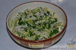 Салат из пекинской капусты, со свежим огурцом и кукурузой: Перемешиваем нарезанные овощи.