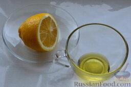 Салат из пекинской капусты, со свежим огурцом и кукурузой: Для заправки берём сок лимона и оливковое масло.