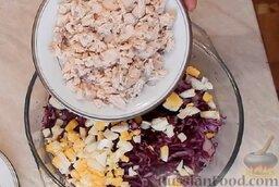 Салат из краснокочанной капусты: Туда же добавить мелко порезанную куриную грудку.