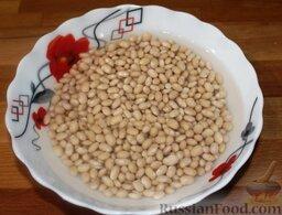 Свинина на гриле, с белой фасолью: Фасоль замочить в воде. На следующий день поставить фасоль вариться, лучше всего в мультиварке (режим «Тушение», не менее чем на 2-2,5 часа). После того, как фасоль будет готова, можно начинать готовить блюдо.