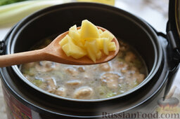 Сырный суп (в мультиварке): Выложим его следом за рисом.