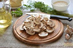 Сырный суп (в мультиварке): Шампиньоны порежем пластинами.
