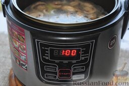 Сырный суп (в мультиварке): После окончания программы «Жарка» зальём в чашу полтора литра питьевой воды. Установим на панели режим «Суп». В нашем устройстве время для этого режима выставляется автоматически 1 час, но нам этого времени будет много и поэтому, проверяя степень готовности супа по готовности риса, мы вручную выключим мультиварку примерно на 40-й минуте цикла.