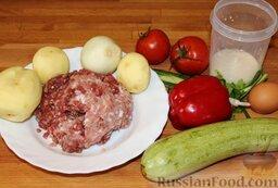Запеканка с фаршем и овощами (в мультиварке): Подготовить продукты для запеканки с фаршем и овощами: фарш говяжий и куриный смешать, картофель почистить, помыть помидоры и перец.