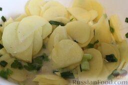 Запеканка с фаршем и овощами (в мультиварке): И смешать зелень с картофелем.