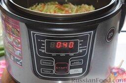 Картофельная запеканка с овощами (в мультиварке): Картофель сварился, и мы в освободившуюся мультикастрюлю выложим измельчённые овощи. Перемешаем, посолим, зальём водой (примерно 0,5 стакана). Включим режим «Тушение» на 40 минут.