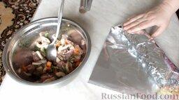 Куриный рулет с грибами и чесночными стрелками: Для плотности завернуть в еще один лист фольги.