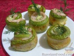 Рулетики из кабачков с куриным филе и сыром: Рулетики из кабачков с курицей и сыром можно украсить зеленью.  Приятного аппетита!