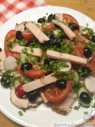 Салат из овощей и курицы