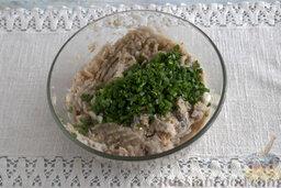 Рыбные котлеты с овсянкой и зеленью (в мультиварке): Доводим рыбную массу до однородности, добавляем в заготовку измельченную зелень лука и чеснока.