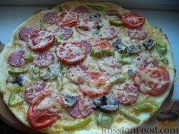 Пицца с колбасой, помидорами, грибами и перцем: Пицца с колбасой, помидорами, грибами и перцем готова.  Приятного аппетита!