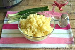 Мясная запеканка с картофельным пюре (в мультиварке): Как приготовить мясную запеканку в мультиварке:    Картофель без кожуры отвариваем в подсоленной воде до готовности. Из остывшего картофеля делаем мягкое пюре.