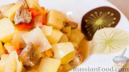 """Овощное рагу """"Сочное"""" со свининой: Завершающим этапом будет выложить овощное рагу с мясом на порционные тарелочки и порадовать своих домочадцев.   Приятного вам аппетита!"""