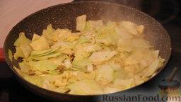 """Овощное рагу """"Сочное"""" со свининой: Затем обжариваем капусту, порезанную квадратиками, и немного подсолив, обжариваем до появления легкой золотистой корочки."""