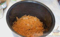 Килька в томатном соусе (в мультиварке): Поверх лука выложить слой моркови.
