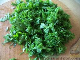 Салат из дайкона и яблок: Зелень вымыть, мелко нарезать.