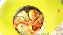 Рататуй (запеченные овощи по-французски): Готовый рататуй (запеченные овощи по-французски) выкладываем на тарелку (в форму-кольцо).