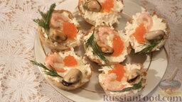 Картофельные тарталетки с морепродуктами: Сверху украсить укропом. Картофельные тарталетки с морепродуктами и сыром готовы.   Приятного аппетита!