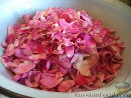 Варенье из лепестков роз: В горячий сироп опустить  лепестки. Перемешать. Оставить на 6 часов.