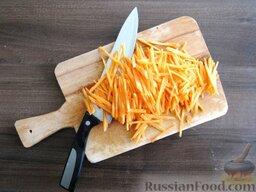 Суп с кабачками и тефтельками: В это время морковку режем мелкой соломкой.