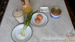 Рыбные котлеты из консервы: Подготовить ингредиенты для рыбных котлет из консервы.   Открыть банку с консервированной рыбой.