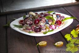 """Фруктовый салат с крыжовником и семенами льна """"Чемпион пользы"""": Украшаем фруктовый салат с крыжовником и семенами льна листиками мяты."""