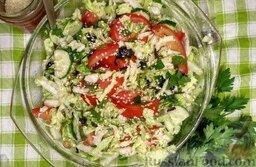 Овощной салат с базиликом и петрушкой: Готовый овощной салат с базиликом и петрушкой подавайте сразу же.  Приятного аппетита!